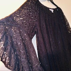 Beautiful lace blouse bell sleeves 1X